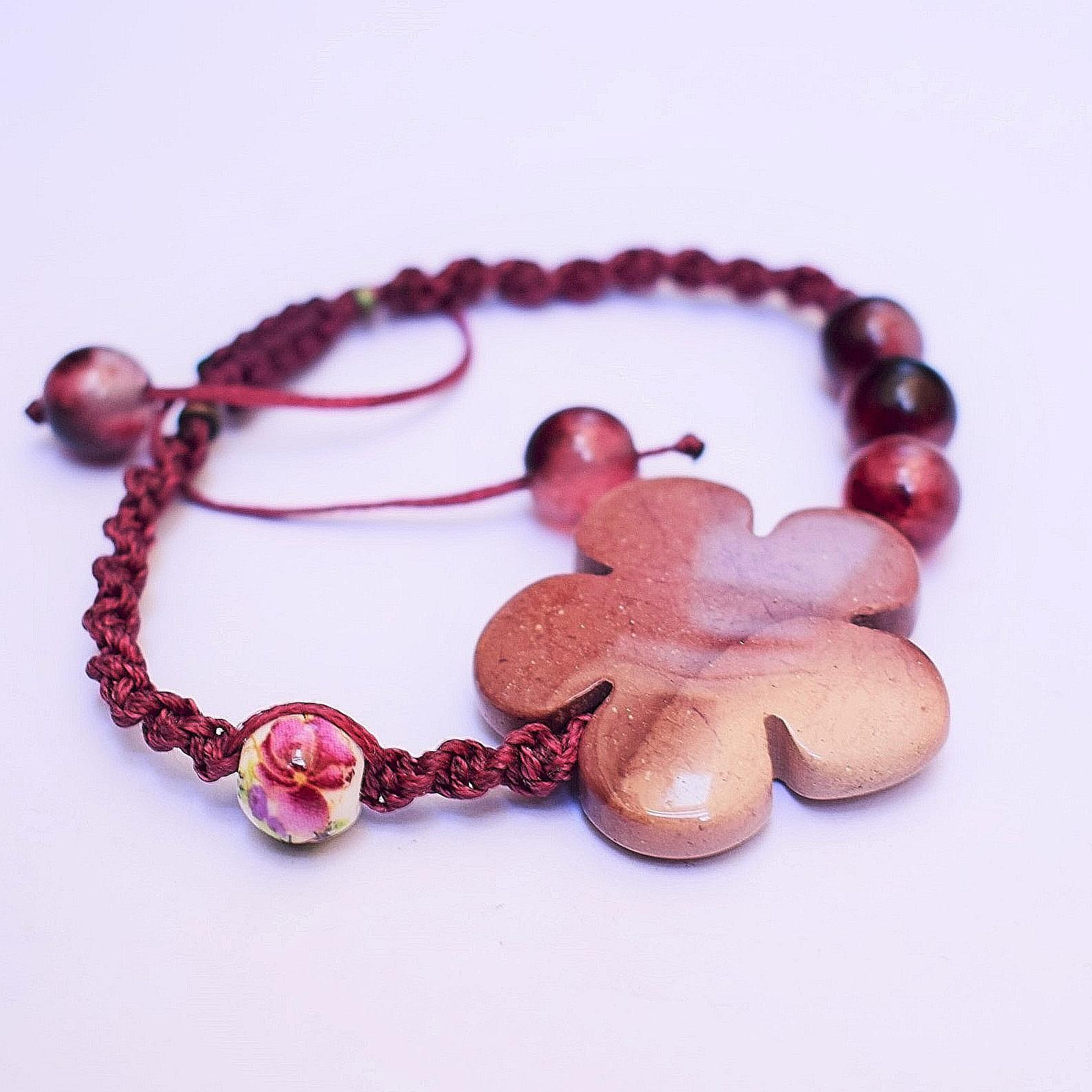 دستبند زنانه مدل سنگ و بافت گل سیب