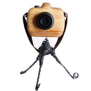 مجسمه چوبی کارکیا طرح دوربین عکاسی کد W18 همراه با پایه
