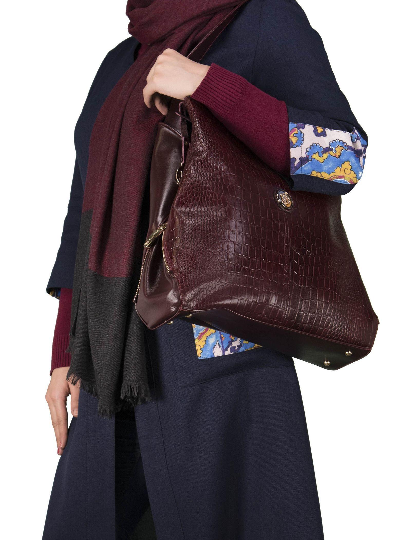 کیف دوشی روزمره زنانه - پاتن چرم - زرشکي سنگي  - 6