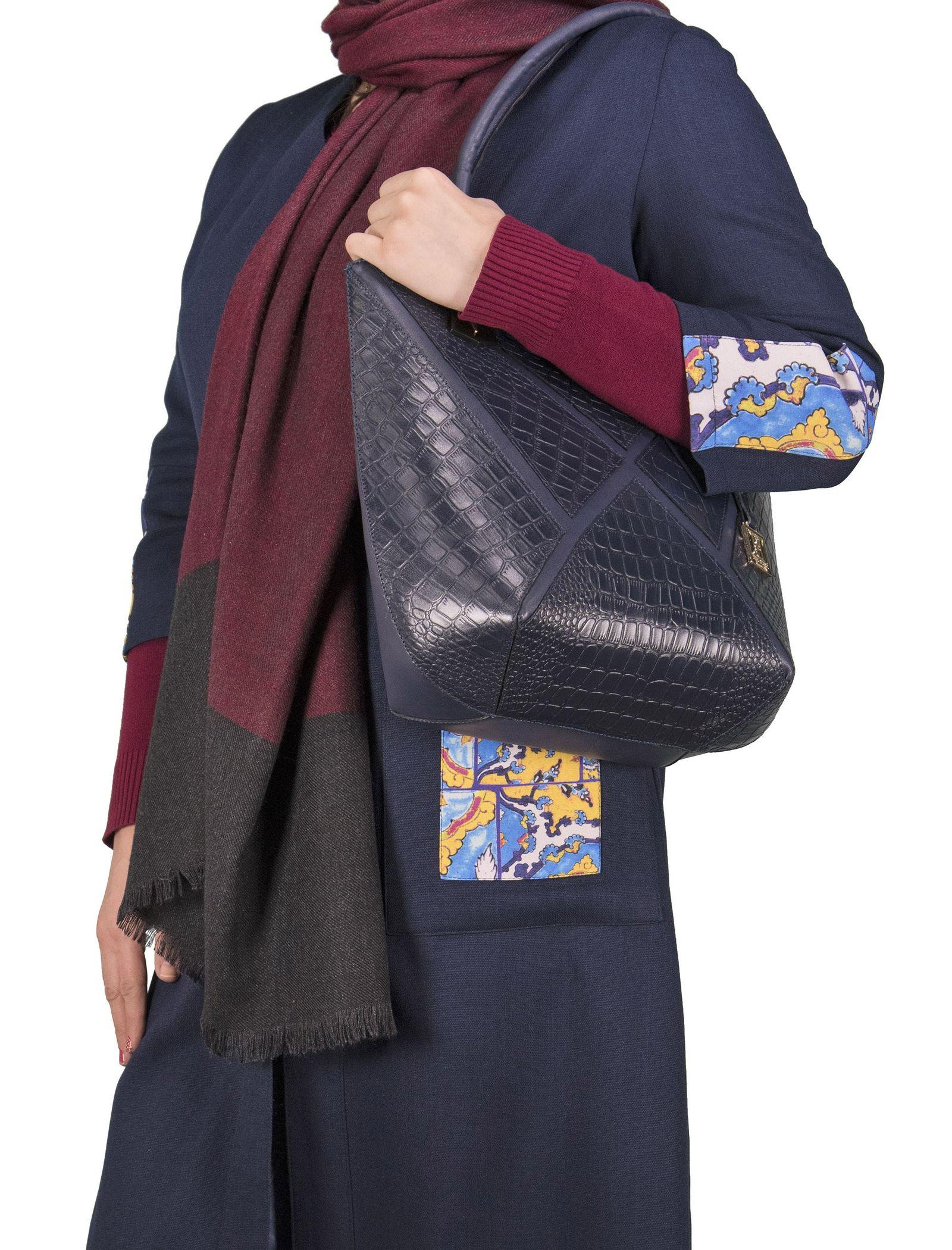 کیف دوشی روزمره زنانه - پاتن چرم - سرمه اي سنگي  - 6