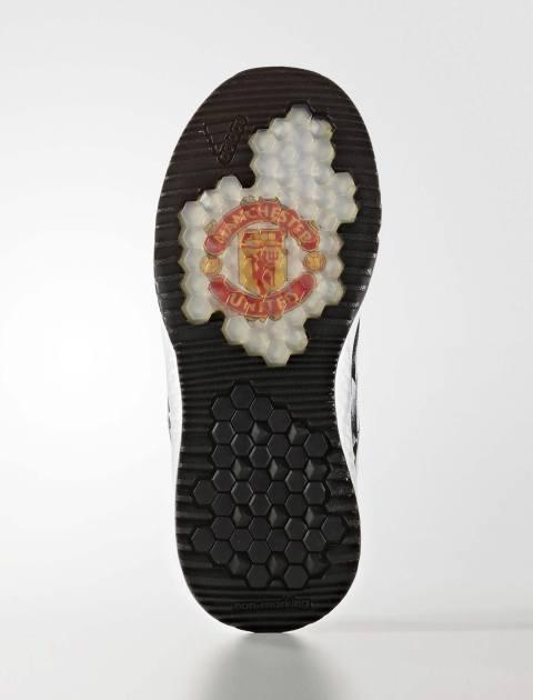کفش فوتبال بندی پسرانه RapidaTurf Manchester United FC - مشکي - 2