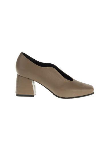 کفش پاشنه دار چرم زنانه Azarm