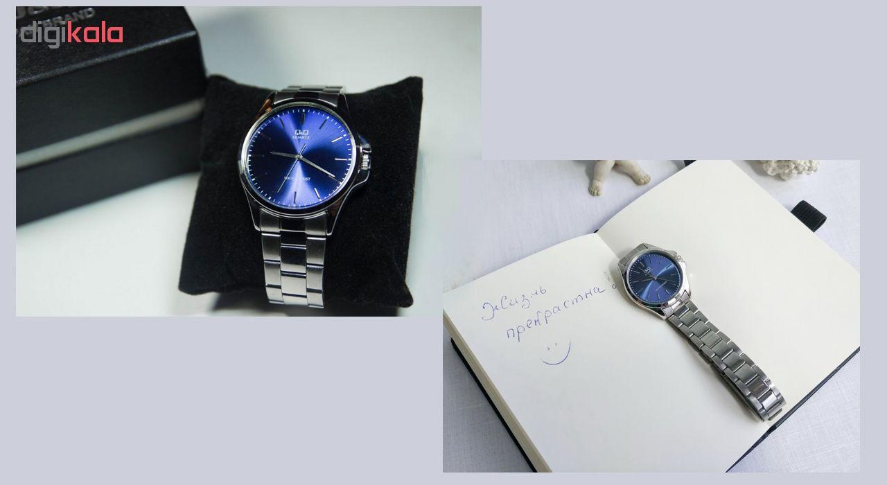 ست ساعت مچی عقربه ای زنانه و مردانه کیو اند کیو مدل qa06j202y  به همراه دستمال مخصوص برند کلین واچ