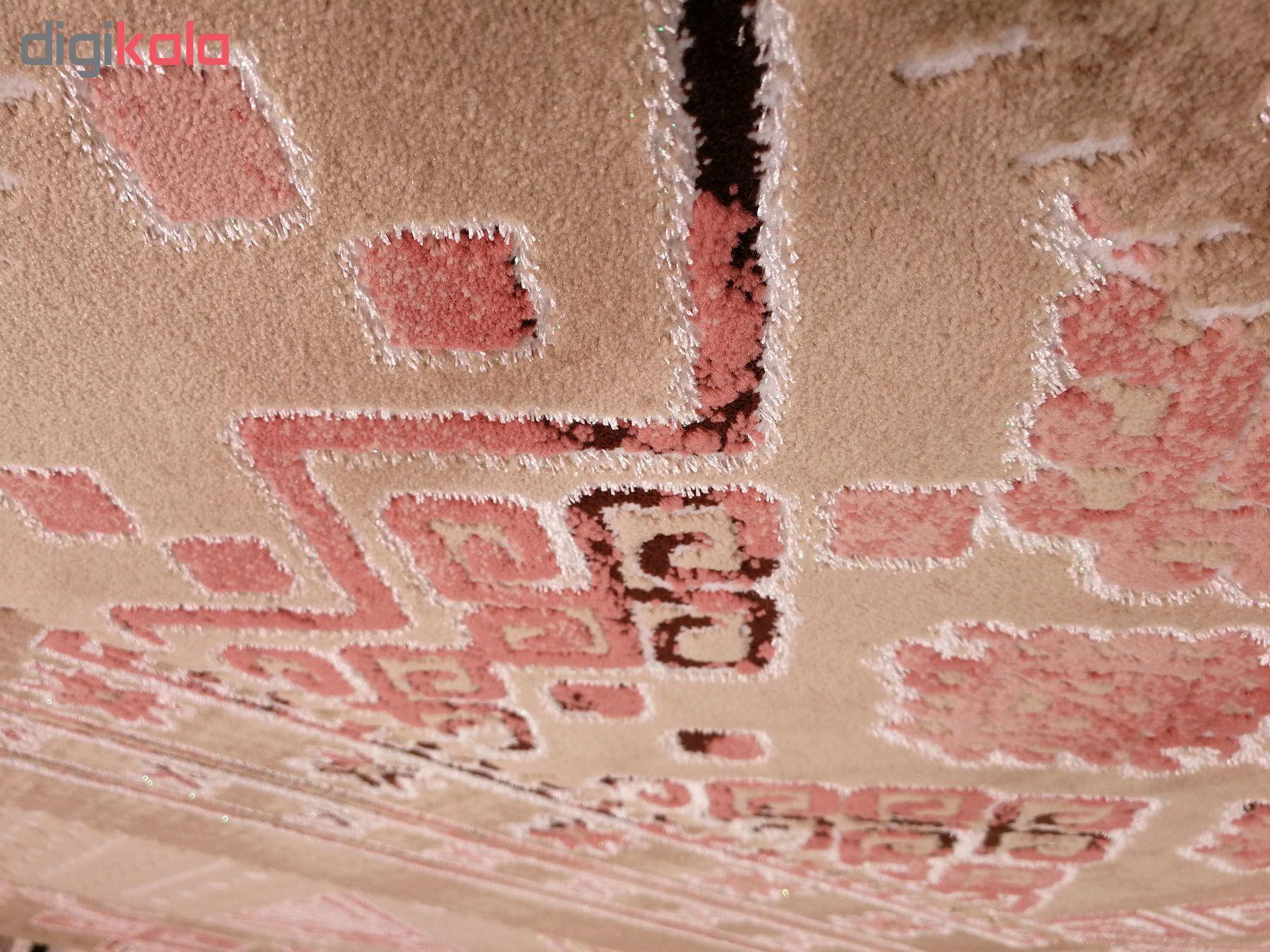فرش ماشینی زمرد مشهد مدل KR24 زمینه قهوه ای