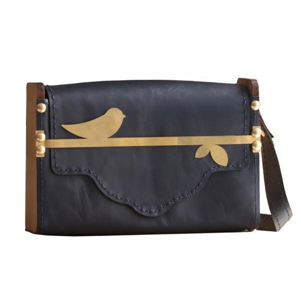 کیف دوشی زنانه مدل چیکا