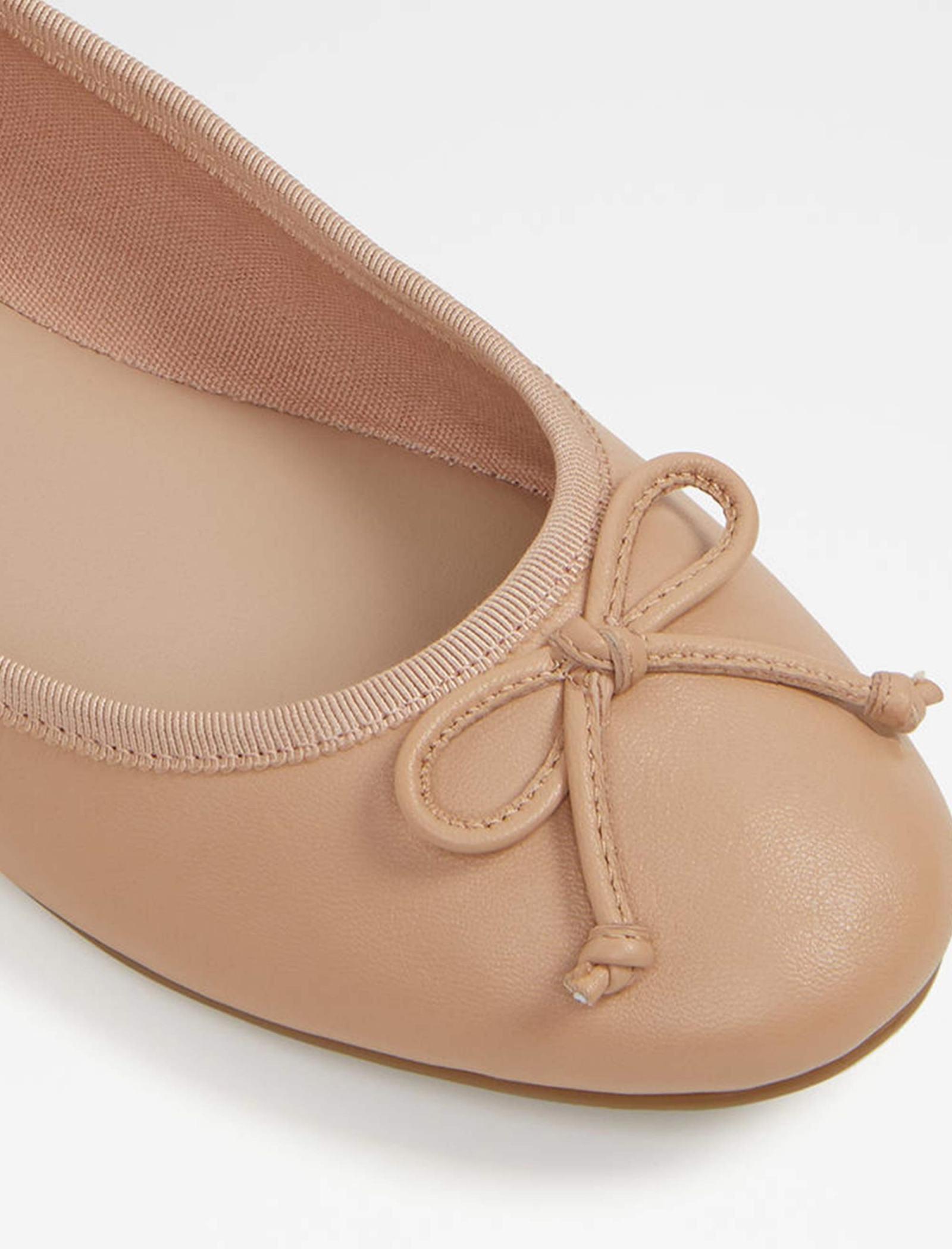 کفش تخت عروسکی چرم زنانه - آلدو - کرم - 4