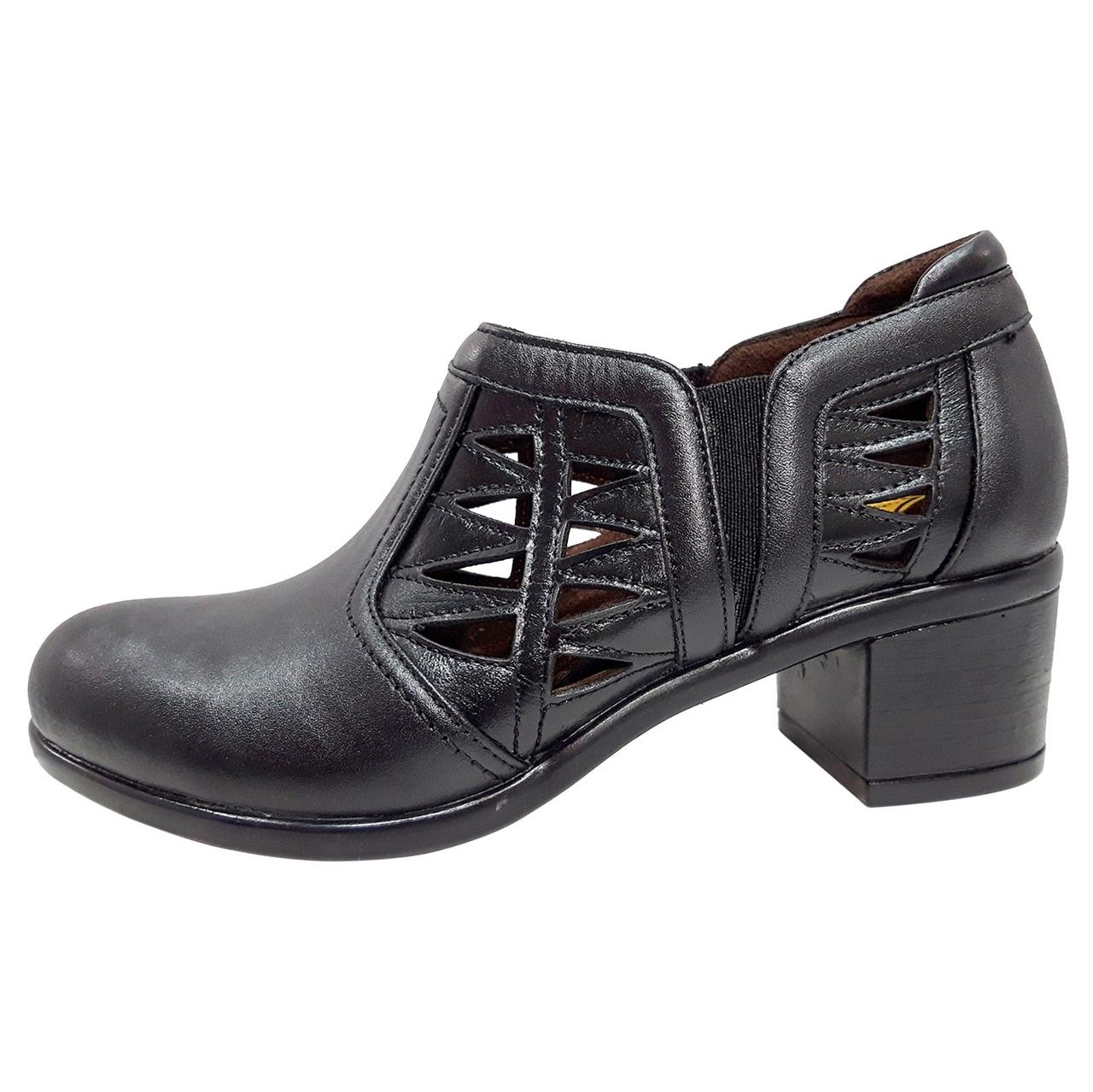 تصویر کفش طبی زنانه روشن مدل خانمی کد 01