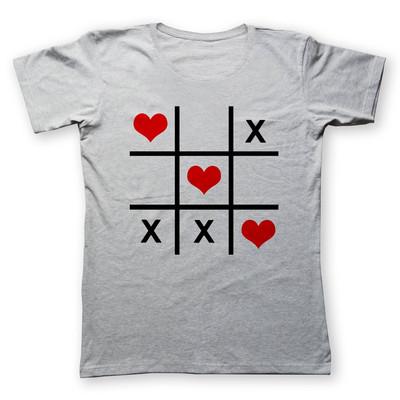 تی شرت زنانه به رسم طرح دوز قلب کد ۴۷۲