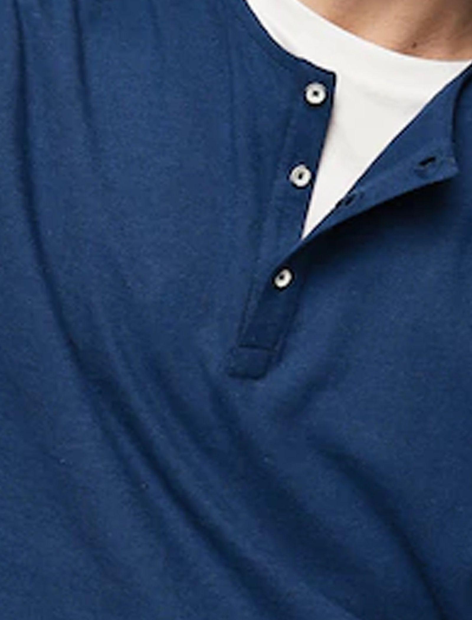 تی شرت نخی یقه گرد مردانه - مانگو - سرمه ای - 4