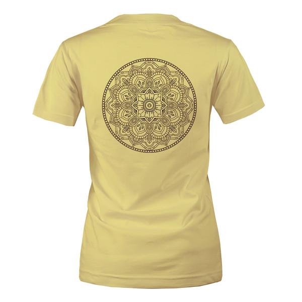 تی شرت زنانه مسترمانی طرح سنتی مدل ماندالا کد 1469