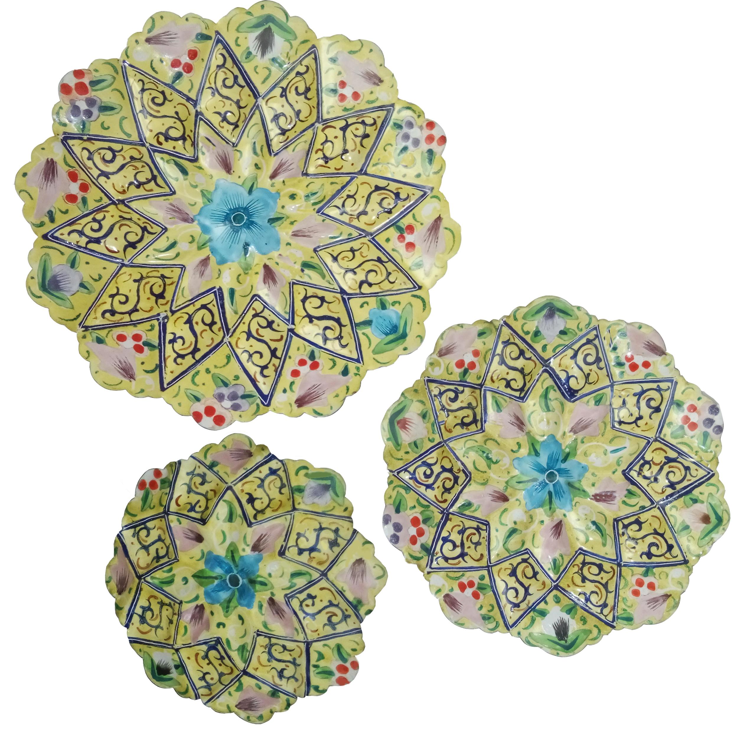 بشقاب میناکاری طرح نقاشی پرداز مدل گل نرگس مجموعه 3 عددی
