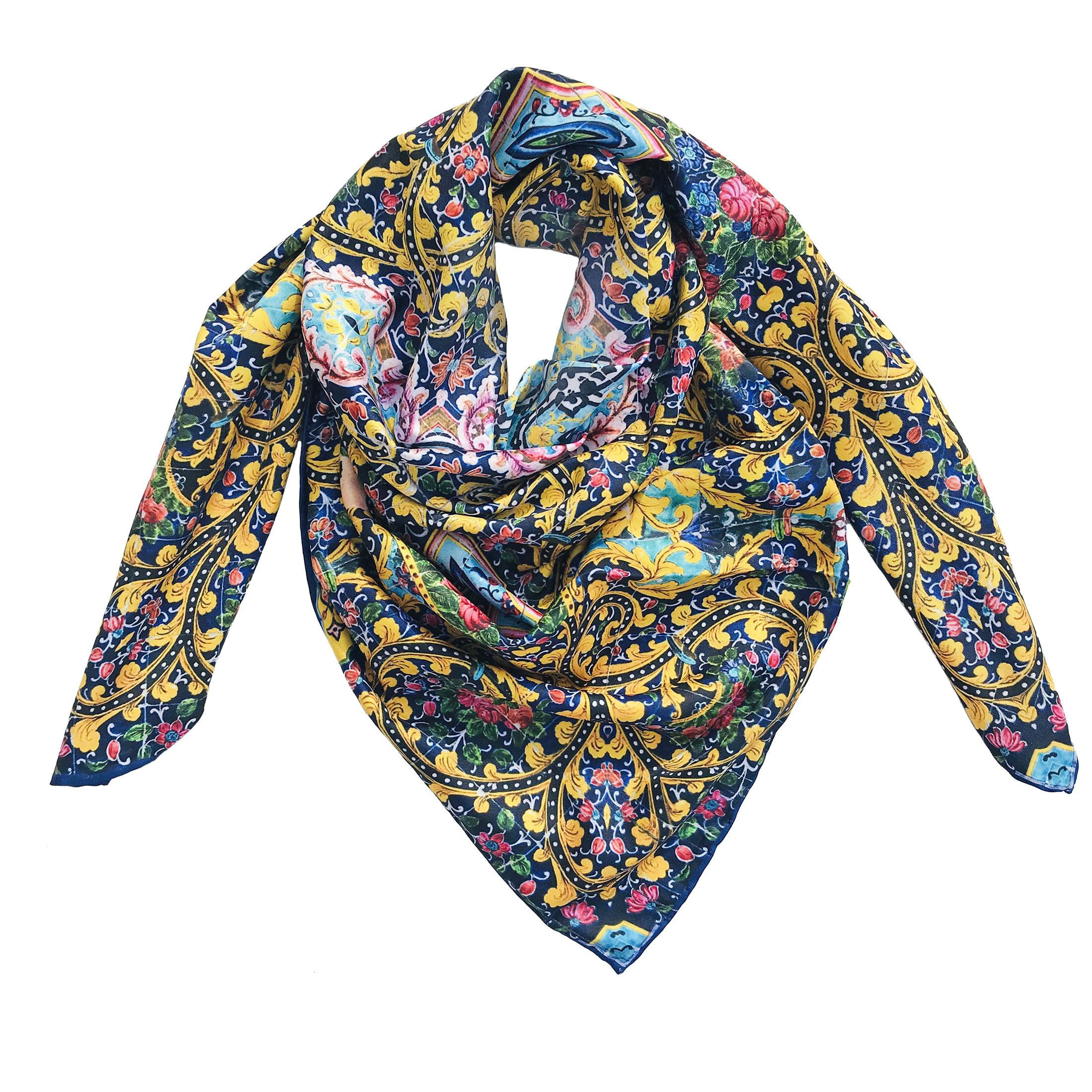 روسری زنانه طرح کاشی