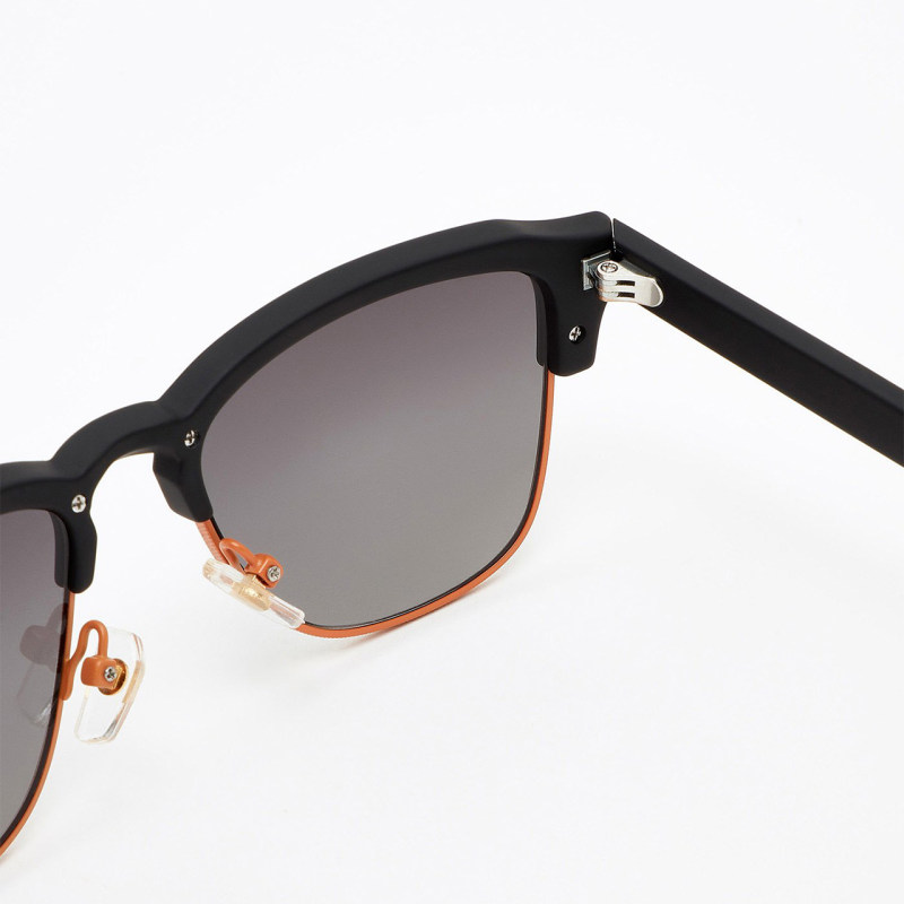 عینک آفتابی هاوکرز سری Rubber Black Gradient New Classic مدل CLATR03