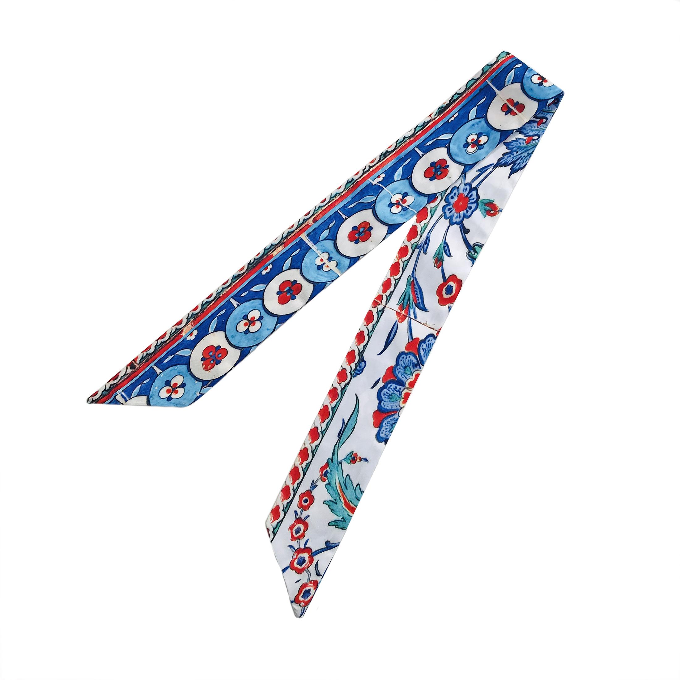 دستمال سر و گردن زنانه طرح کاشی اصفهان کد TC02