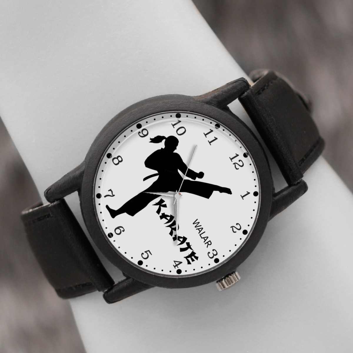 ساعت مچی عقربه ای زنانه والار طرح کاراته کد LF2204              ارزان