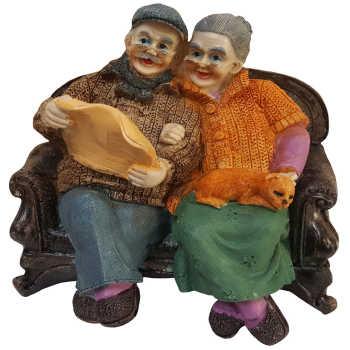 مجسمه لیلپار طرح پیر زن و مرد روزنامه خوان مدل DGO-1047