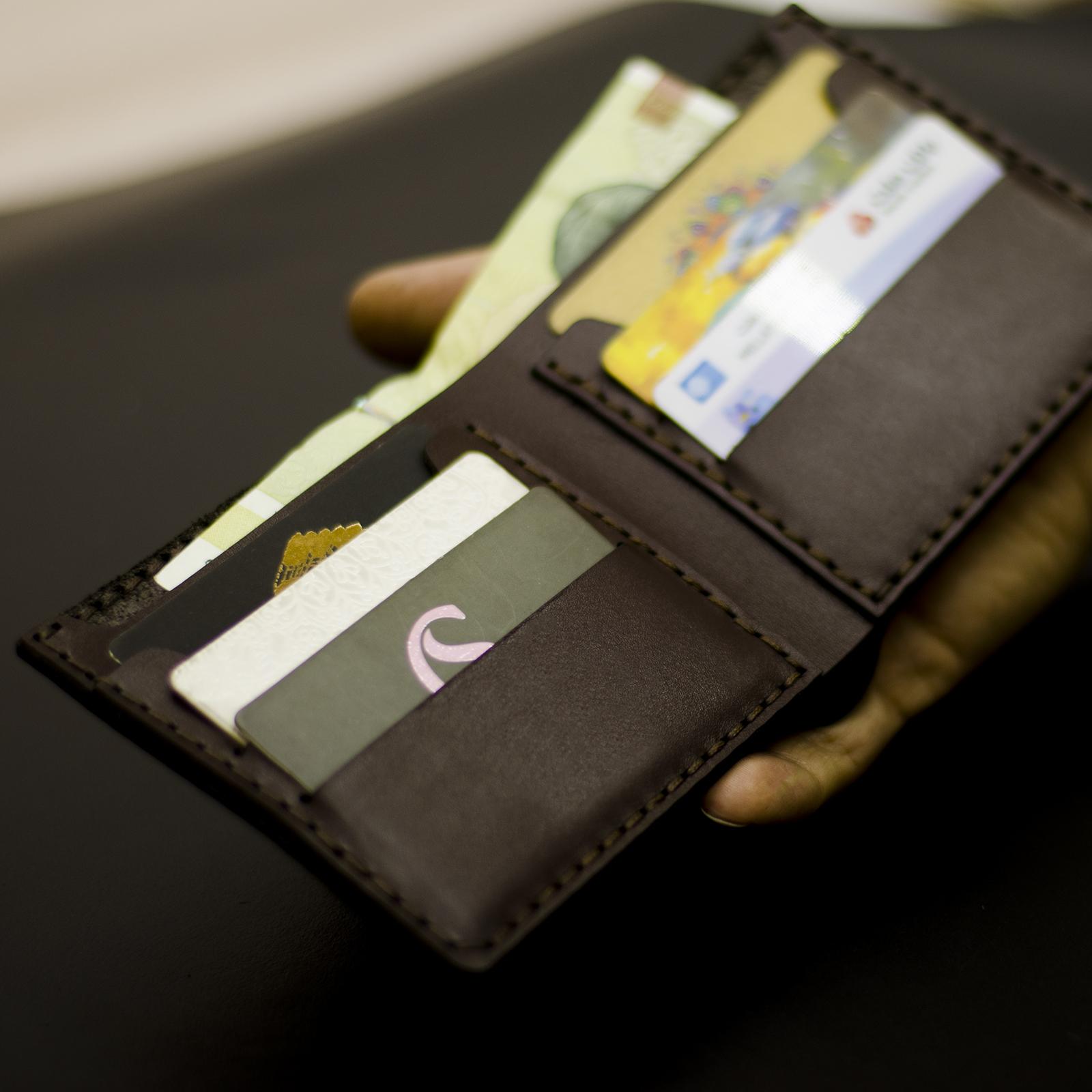 کیف پول مردانه چرمینه اسپرت طرح منچستریونایتد کد 7007 main 1 1
