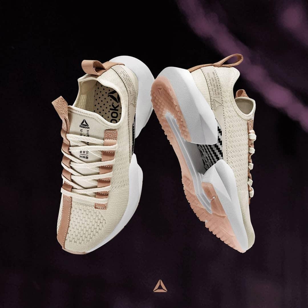 کفش مخصوص دویدن زنانه ریباک مدل DV6926 -  - 2