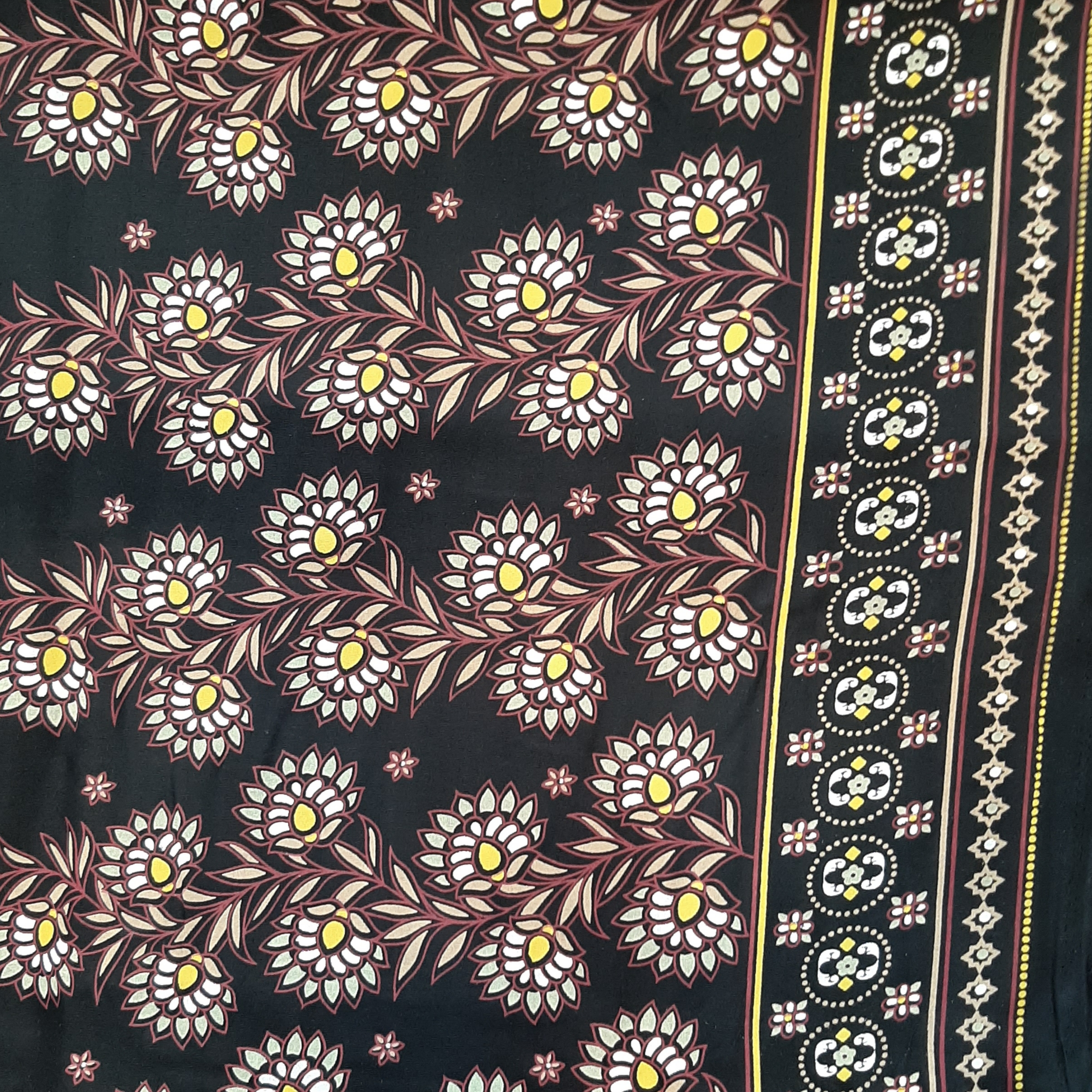خرید                      پارچه لباس طرح گل باغچه ای کد ۰۰۰۲
