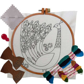 بسته گلدوزی طرح طاووس مجموعه 14 عددی