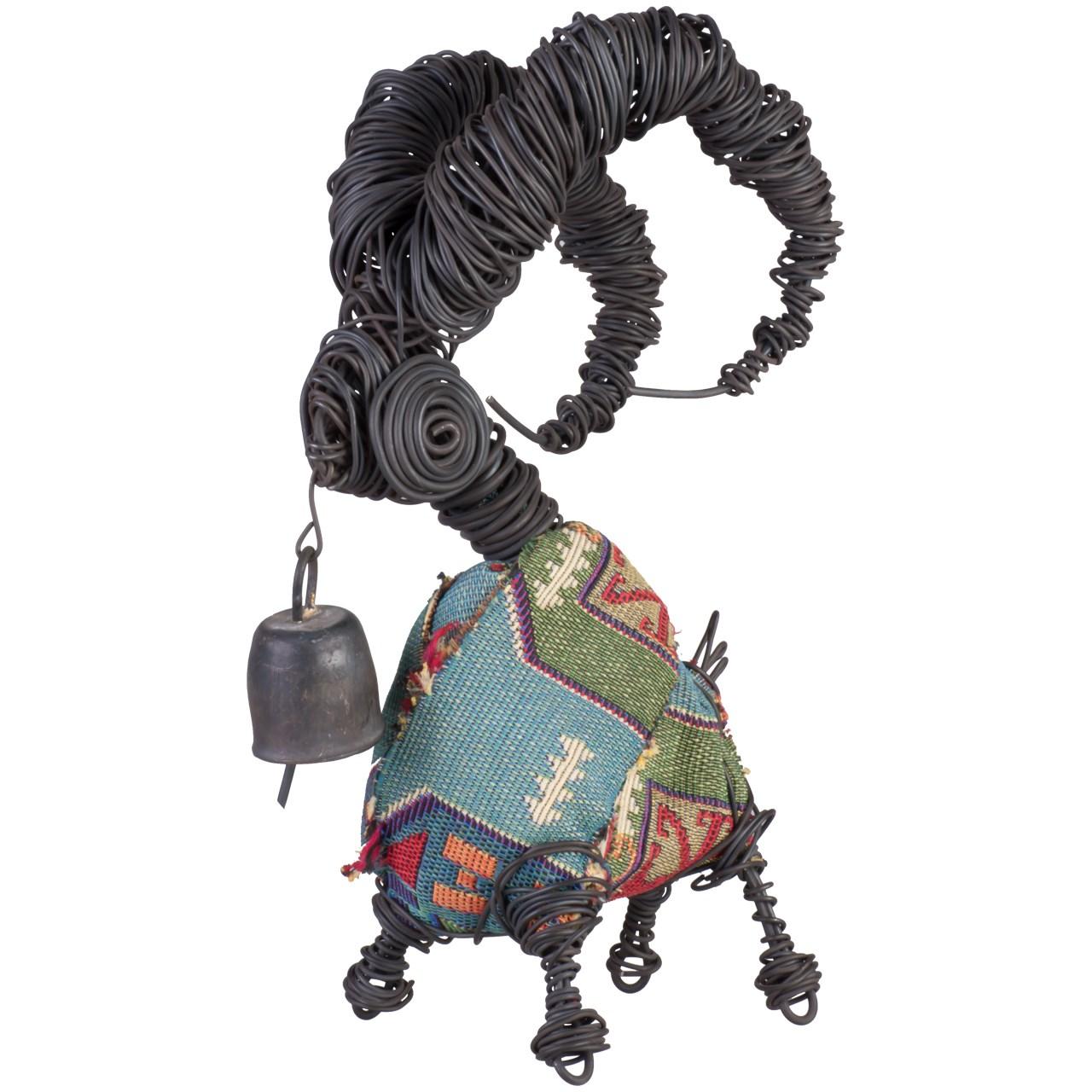 مجسمه جاوید مدل بز زنگوله ای لباس دار