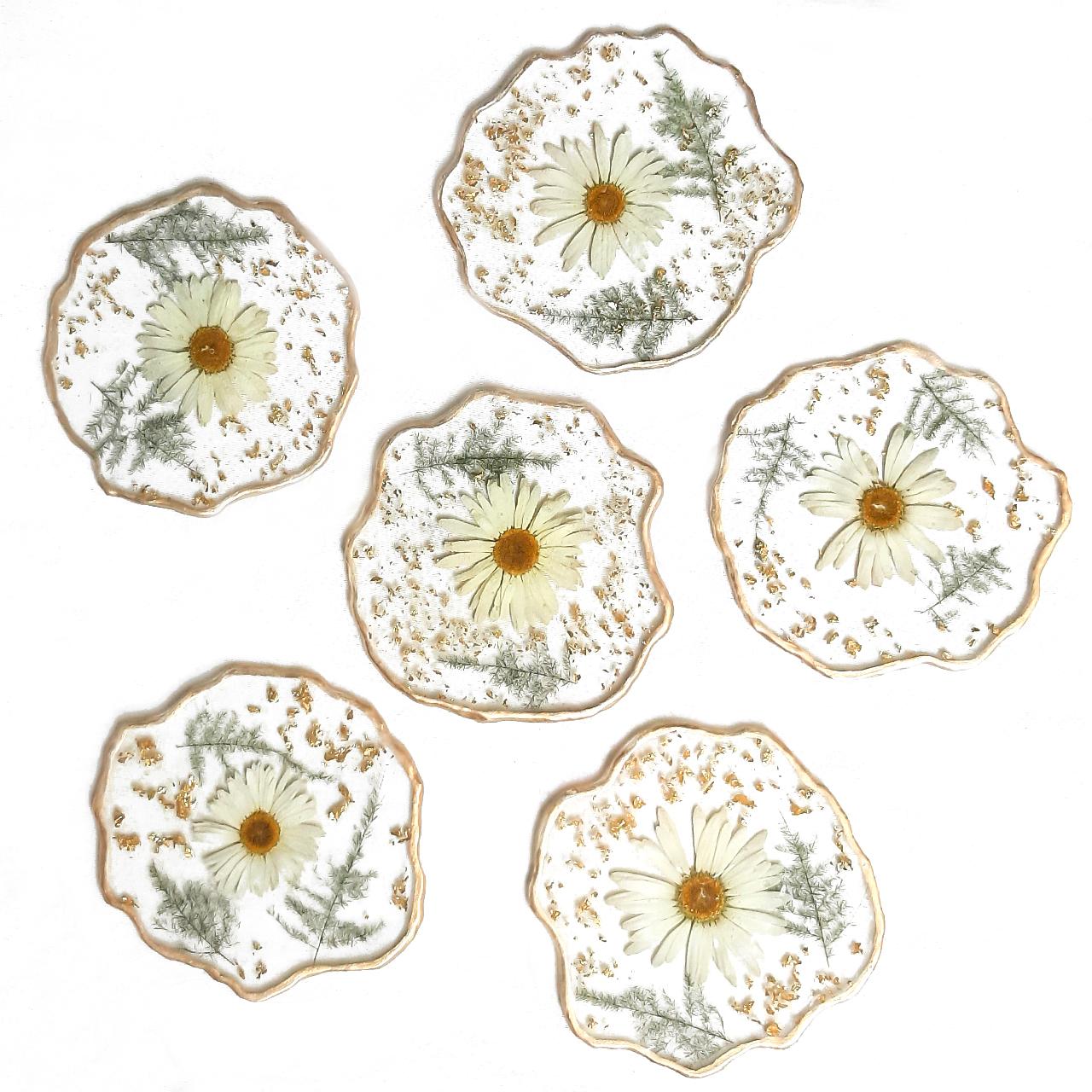 زیر لیوانی رزینی مدل گل طبیعی و دفرمه کد 04 بسته 6 عددی