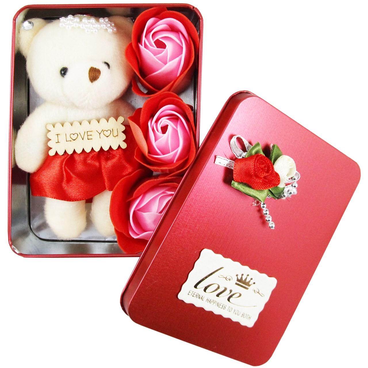 جعبه کادویی گل معطر  و عروسک وسنا مدل LOVE