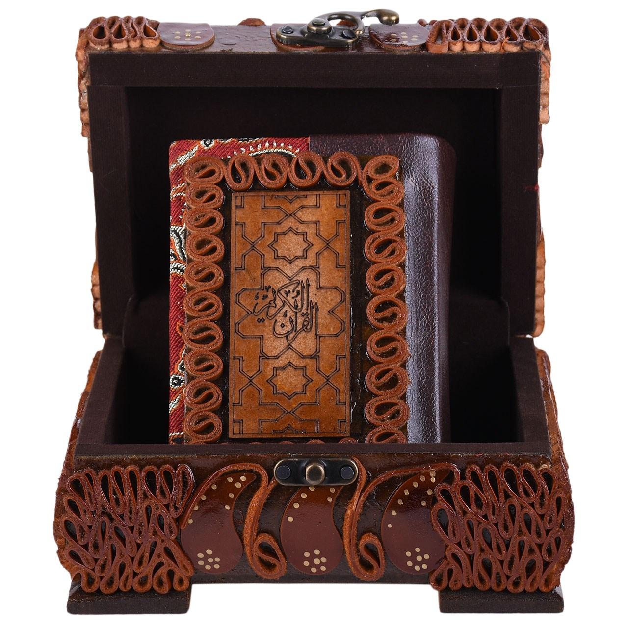 عکس جعبه قرآنی پایاچرم طرح چرم و ترمه مدل 04 سایز کوچک