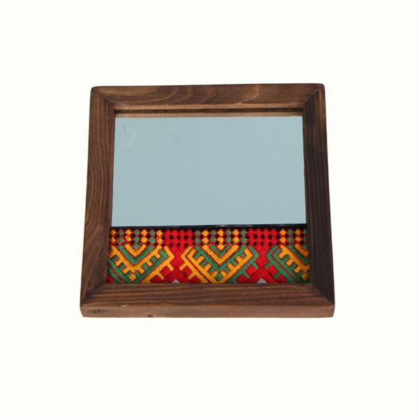 آینه با قاب چوبی و تزیین سوزن دوزی بلوچ آرانیک کد 1509700012