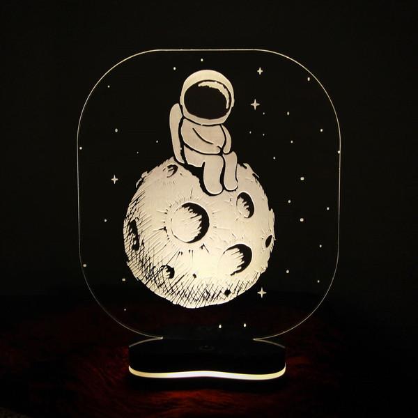 چراغ خواب سه بعدی گالری دکوماس طرح فضانورد1 کد DMS119