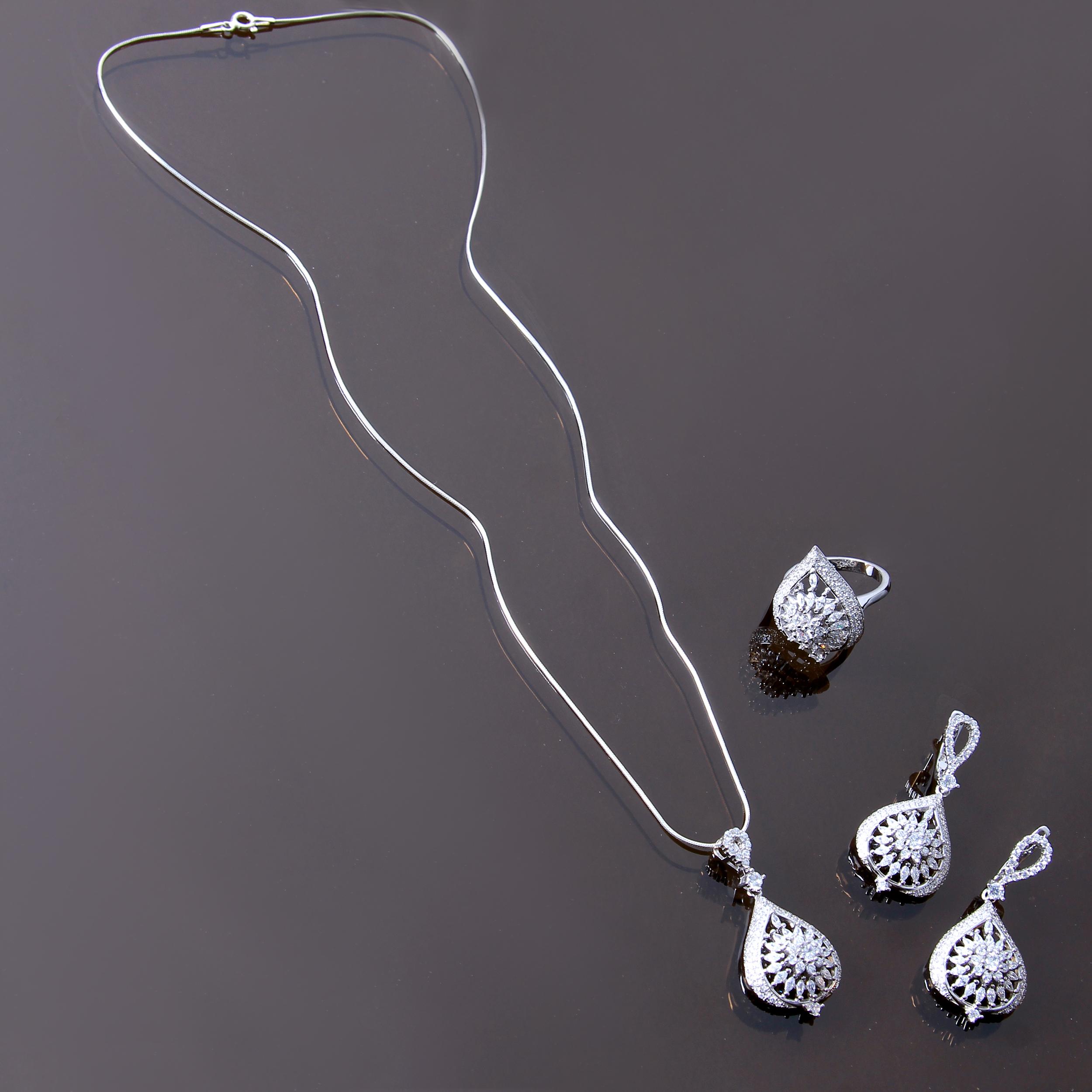 خرید                                         نیم ست نقره زنانه بازرگانی میلادی کد NTR_224