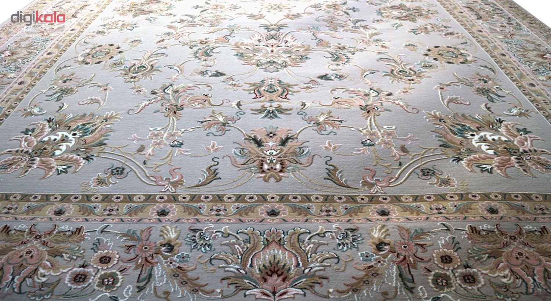 فرش ماشینی رادین اصفهان طرح نفیس شاه عباسی آرامش رنگ زمینه طوسی