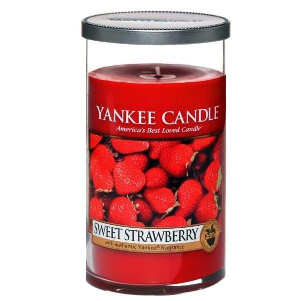 شمع متوسط ینکی کندل مدل توت فرنگی شیرین