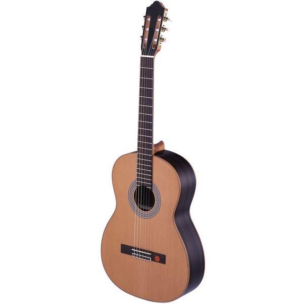 گیتار کلاسیک اشترونال مدل 977