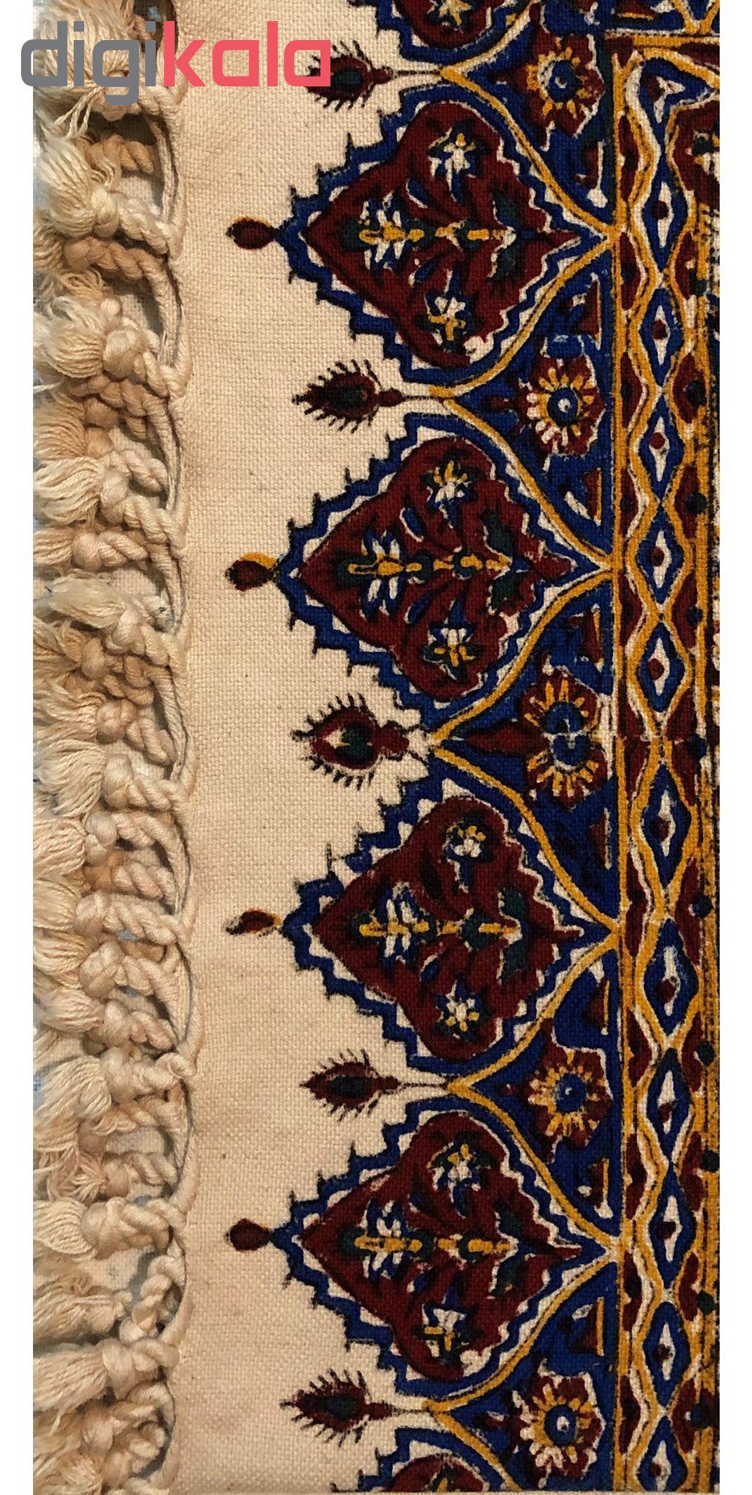 خرید                      رومیزی قلمکار ممتاز اصفهان اثر عطريان طرح ماهیچه مدل G133 سایز 80*80