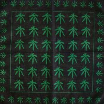 دستمال سرو گردن طرح برگ سبز