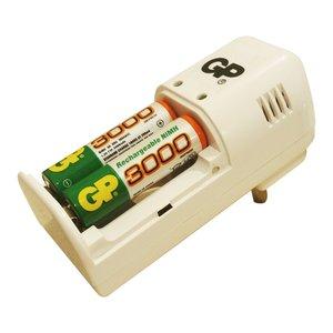 شارژر باتری جی پی مدل GP-160 به همراه 2 عدد باتری قلمی