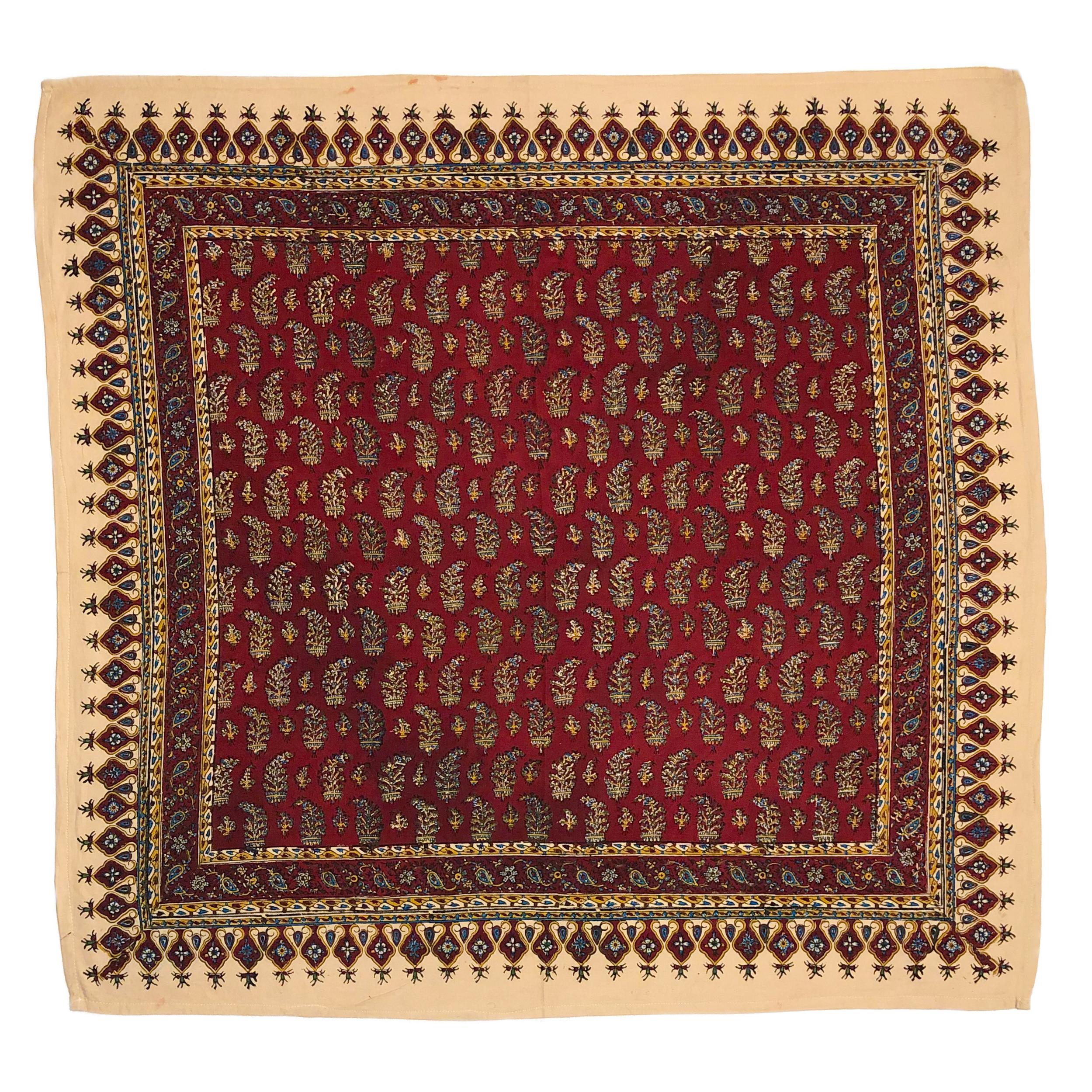 رومیزی قلمکار ممتاز اصفهان اثر عطريان طرح بته قرمزچلوار مدل G73سایز 80*80 سانتی متر