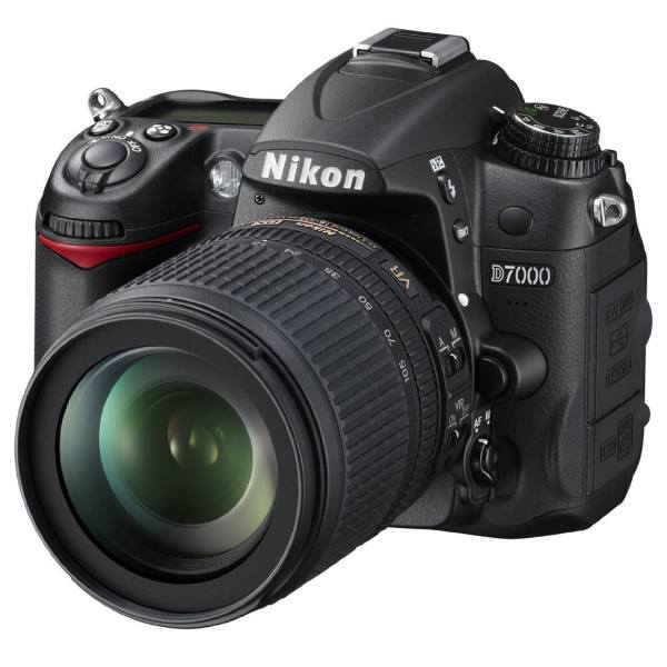 دوربین دیجیتال نیکون مدل D7000 به همراه لنز 18-105