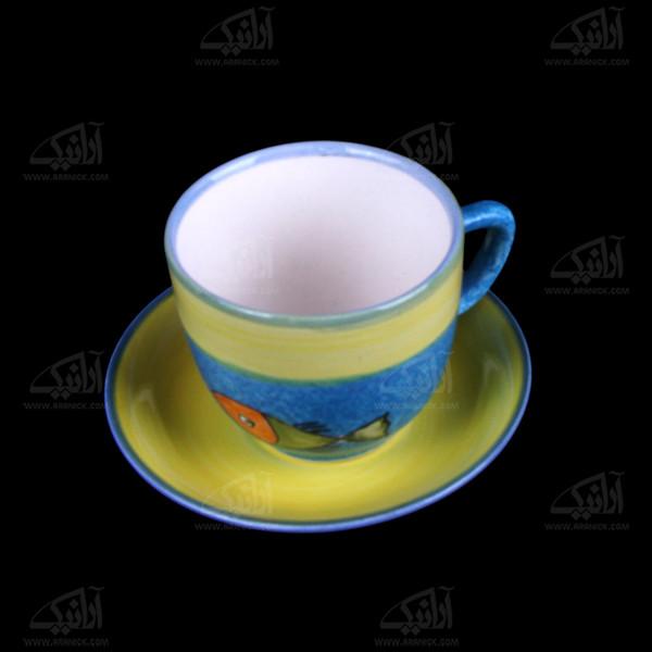 فنجان و نعلبکی سفالی نقاشی زیر لعابی رنگارنگ طرح ماهی مدل 1007800017