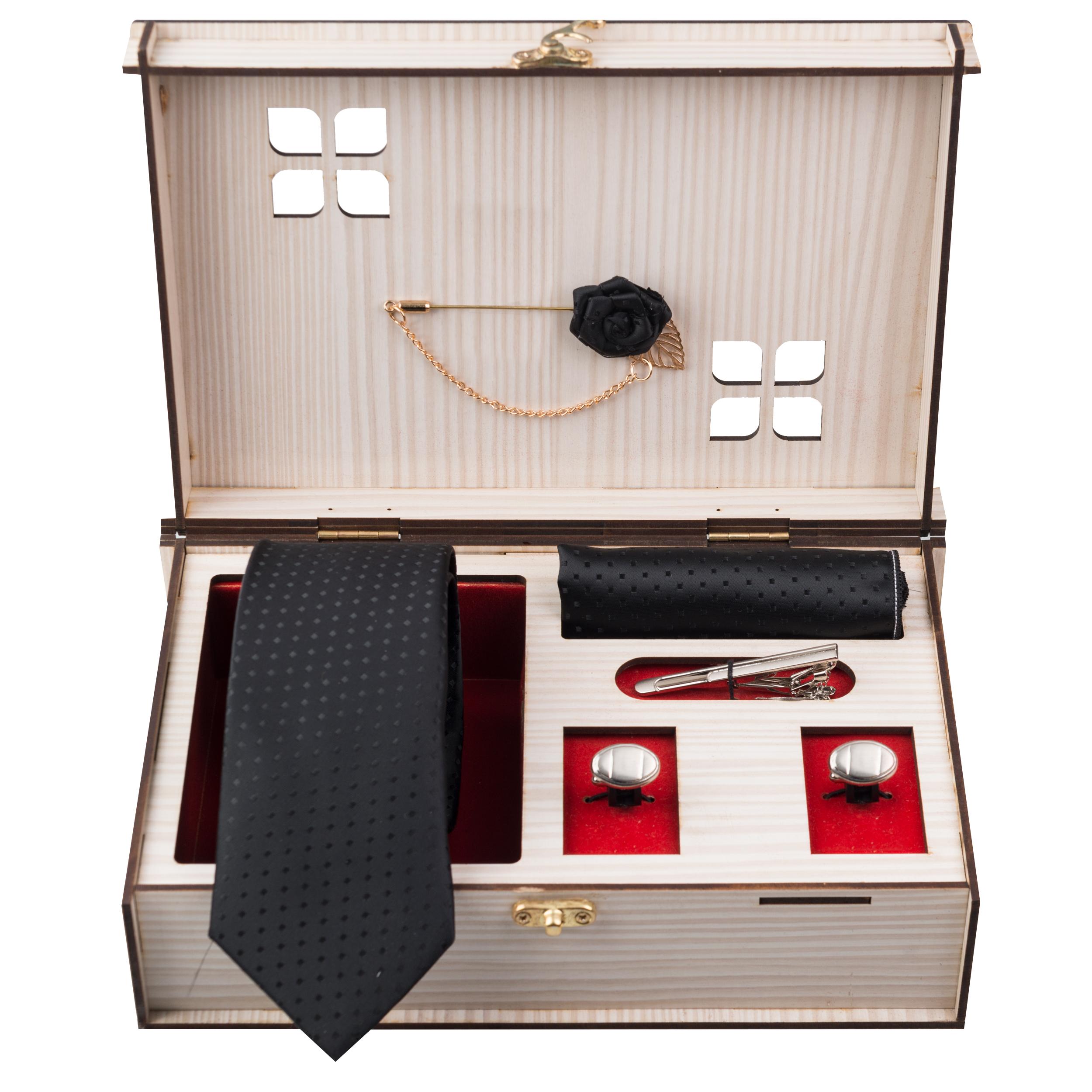 ست کراوات و دستمال جیب و دکمه سردست و گل یقه کت مردانه جیان فرانکو روسی مدل GF-PO939-BK-BOX
