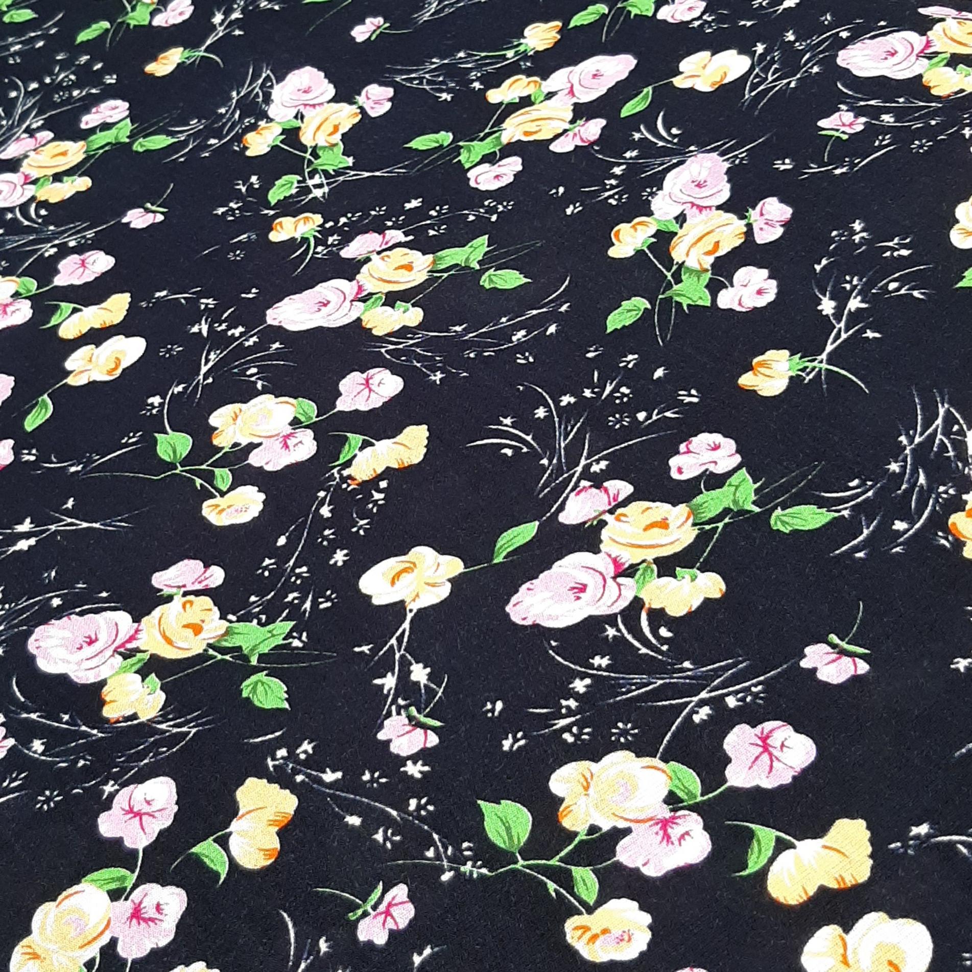 خرید                      پارچه لباس طرح گل کد ۴۷۹