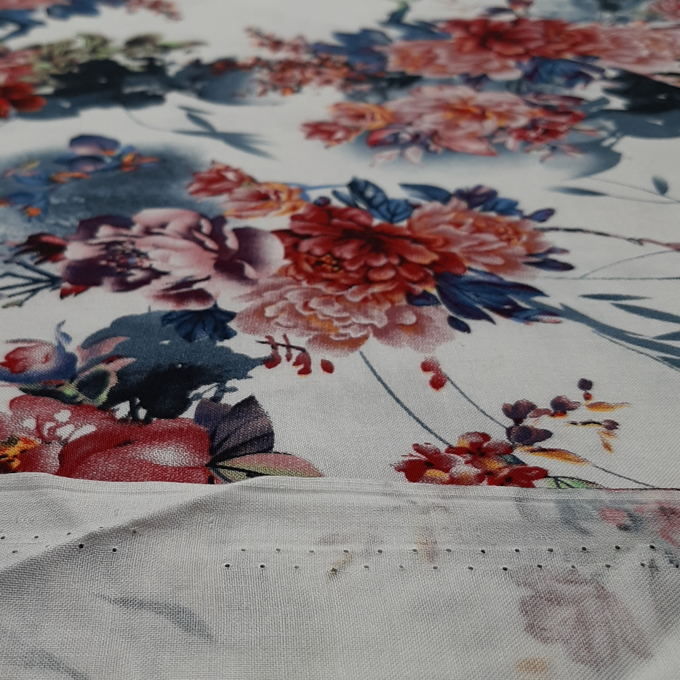 خرید                      پارچه لباس طرح گل مدل h02
