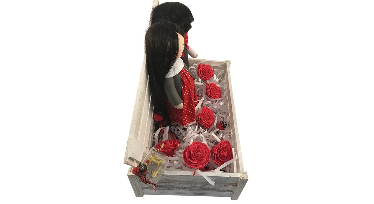 خرید اینترنتی با تخفیف ویژه عروسک کادوتل مدل دختر و پسر به همراه جعبه چوبی ارتفاع 35 سانتیمتر