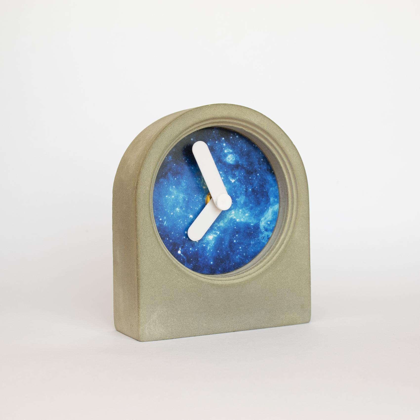 خرید                      ساعت رومیزی بتنی مدل طاقچه کد R3