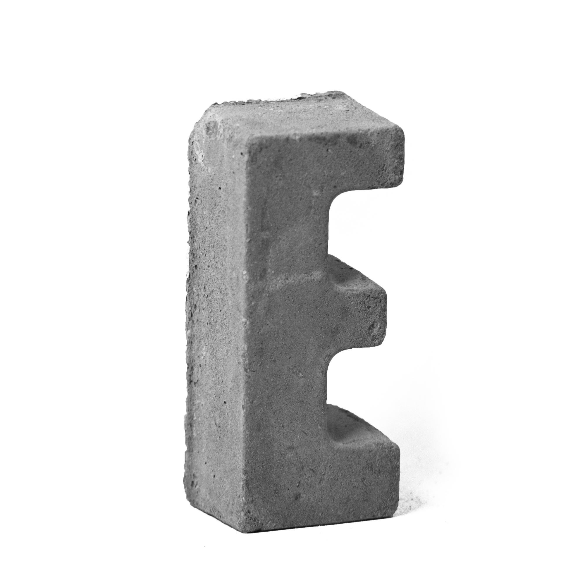 مجسمه بتنی طرح حروف مدل letter E