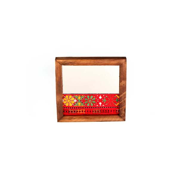 آیینه با قاب چوبی و تزیینات سوزن دوزی بلوچ آرانیک کد 1509700013