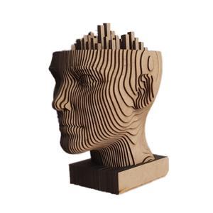 مجسمه چوبی مدل تو کجای شهری