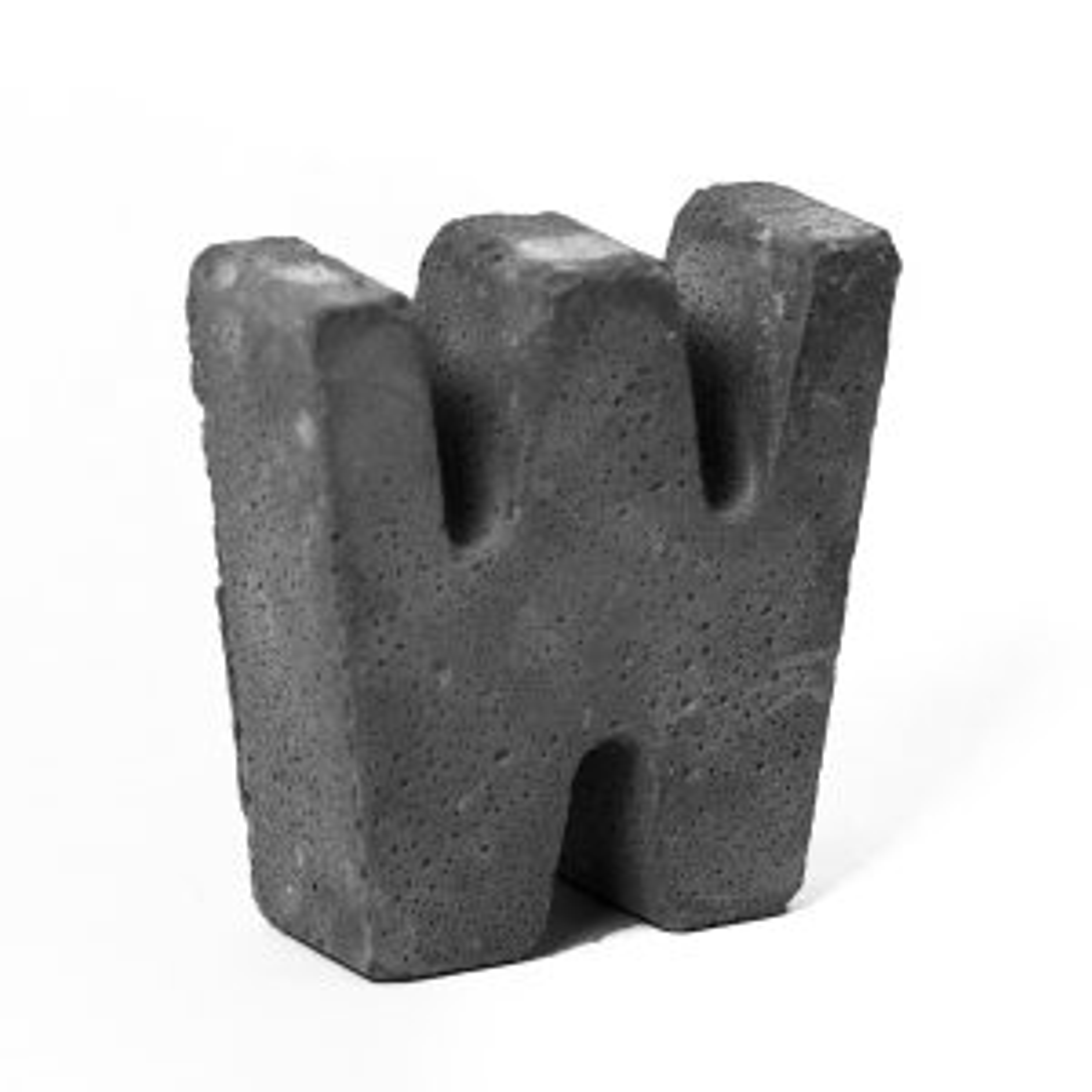 مجسمه بتنی طرح حروف مدل letter W