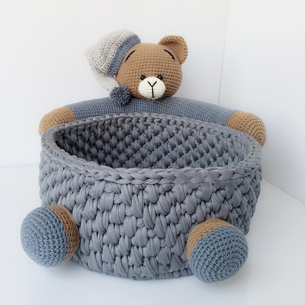 خرید                      سبد قلاب بافی تریکو طرح خرس کد 008